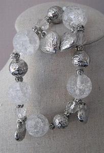 Armband craqualee glas met bedels  per stuk